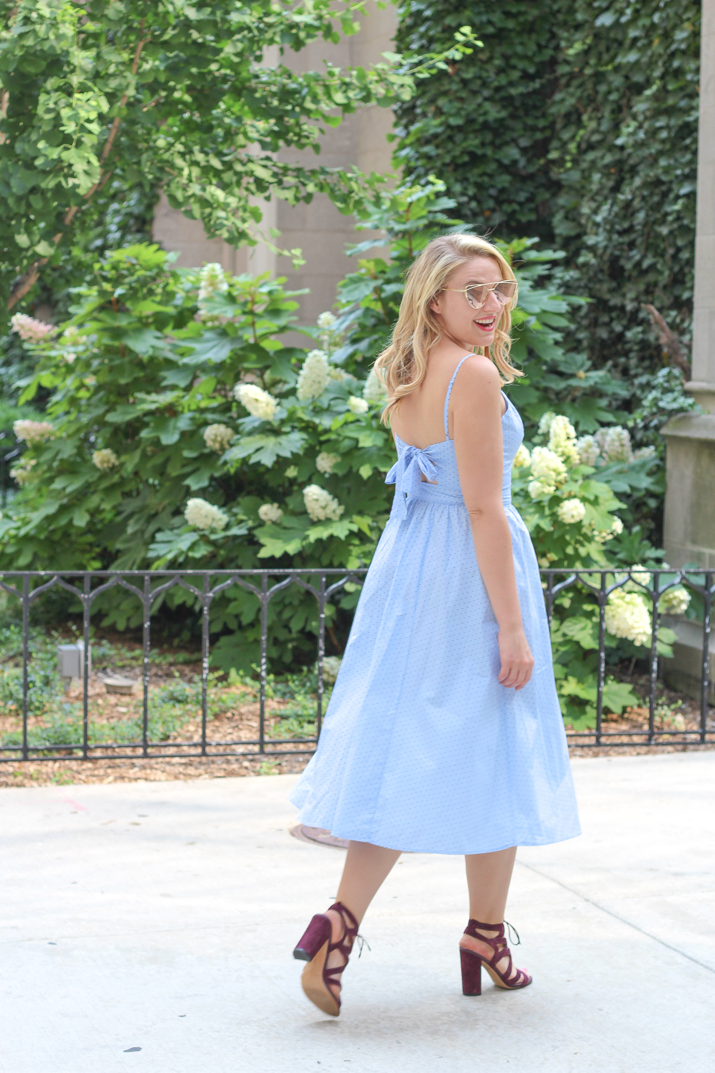 How to wear a classic sweetheart cotton dress for movies at the park