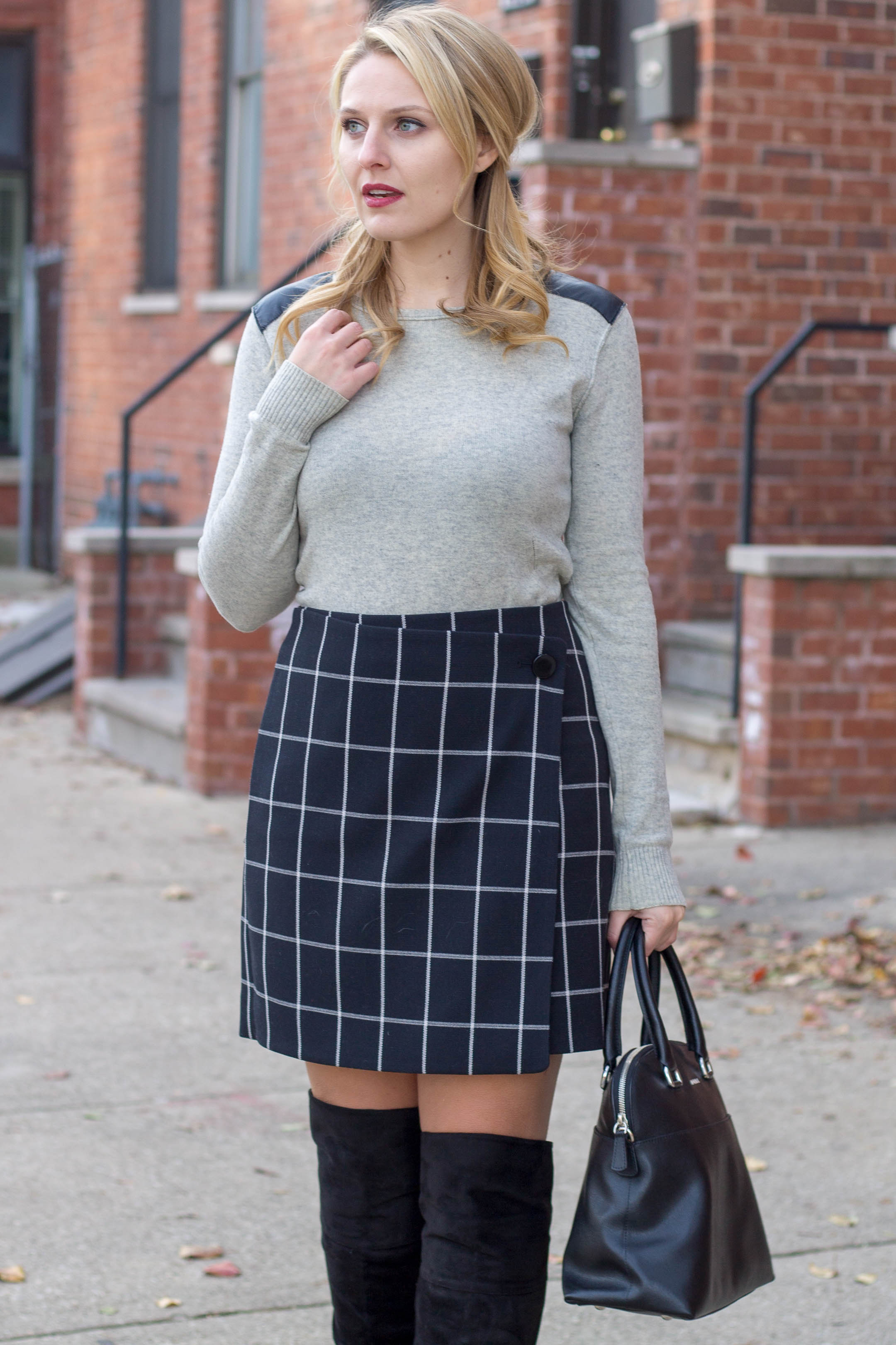 A simple and easy winter work outfit wearing a windowpane skirt and cashmere sweater