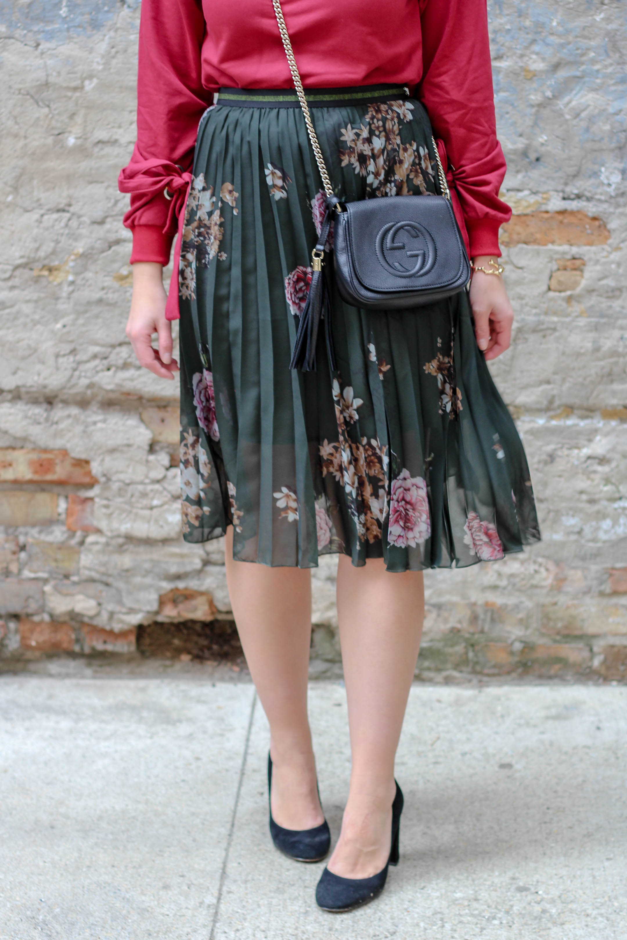 Desiguel Floral Skirt mixed with a sweatshirt