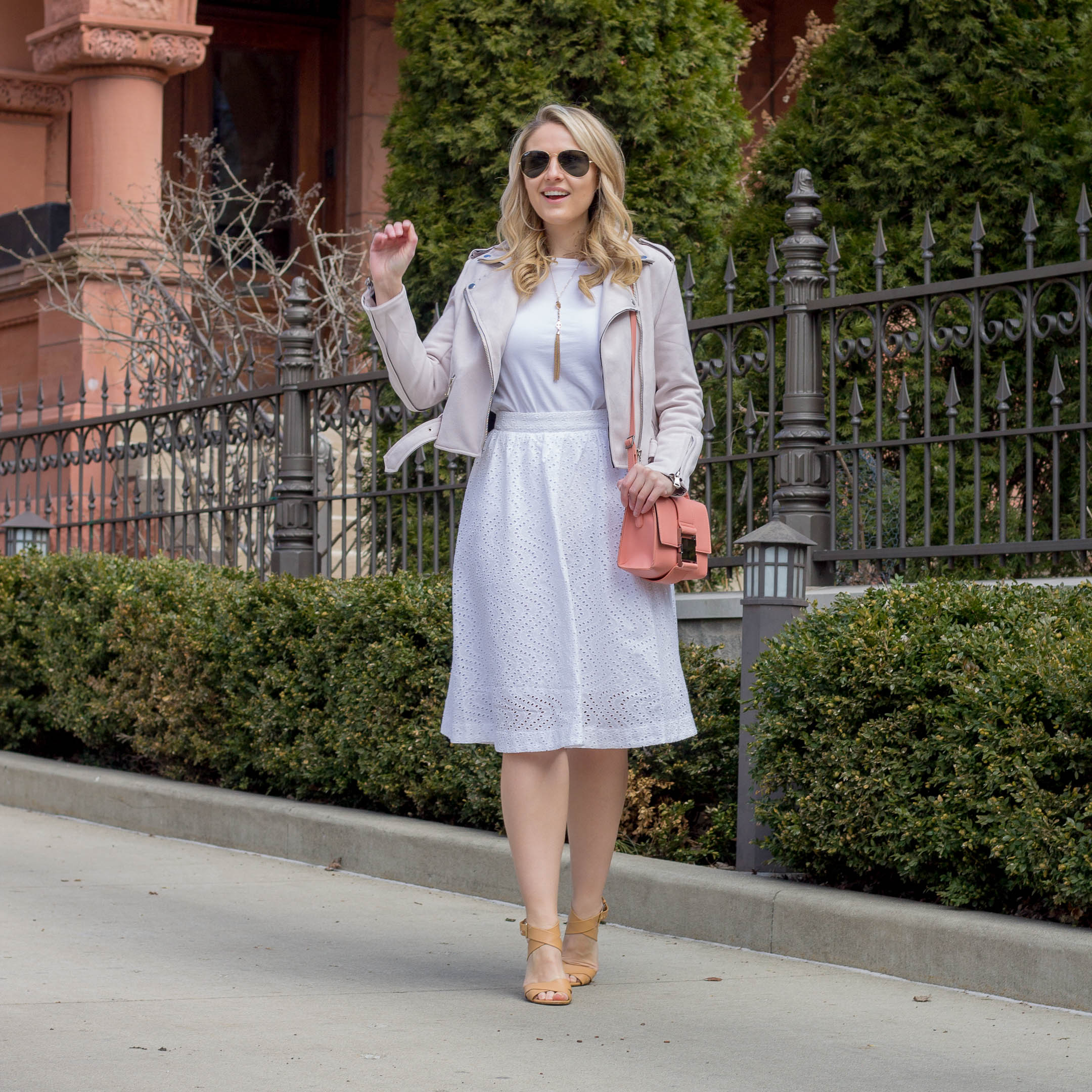 How to wear all white to the office and look chic