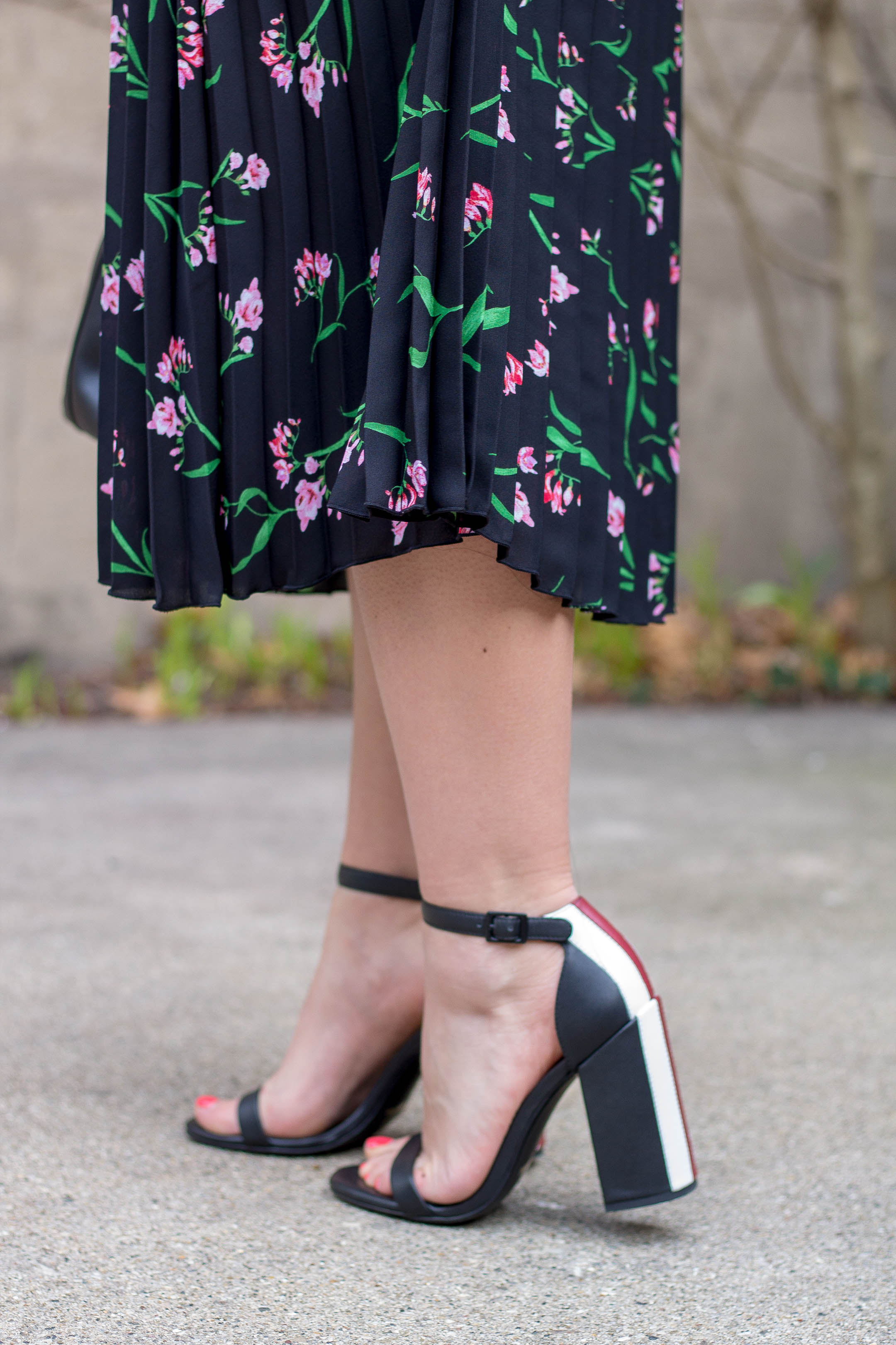 Senso Lana Sandals with a H&M Floral Midi Skirt