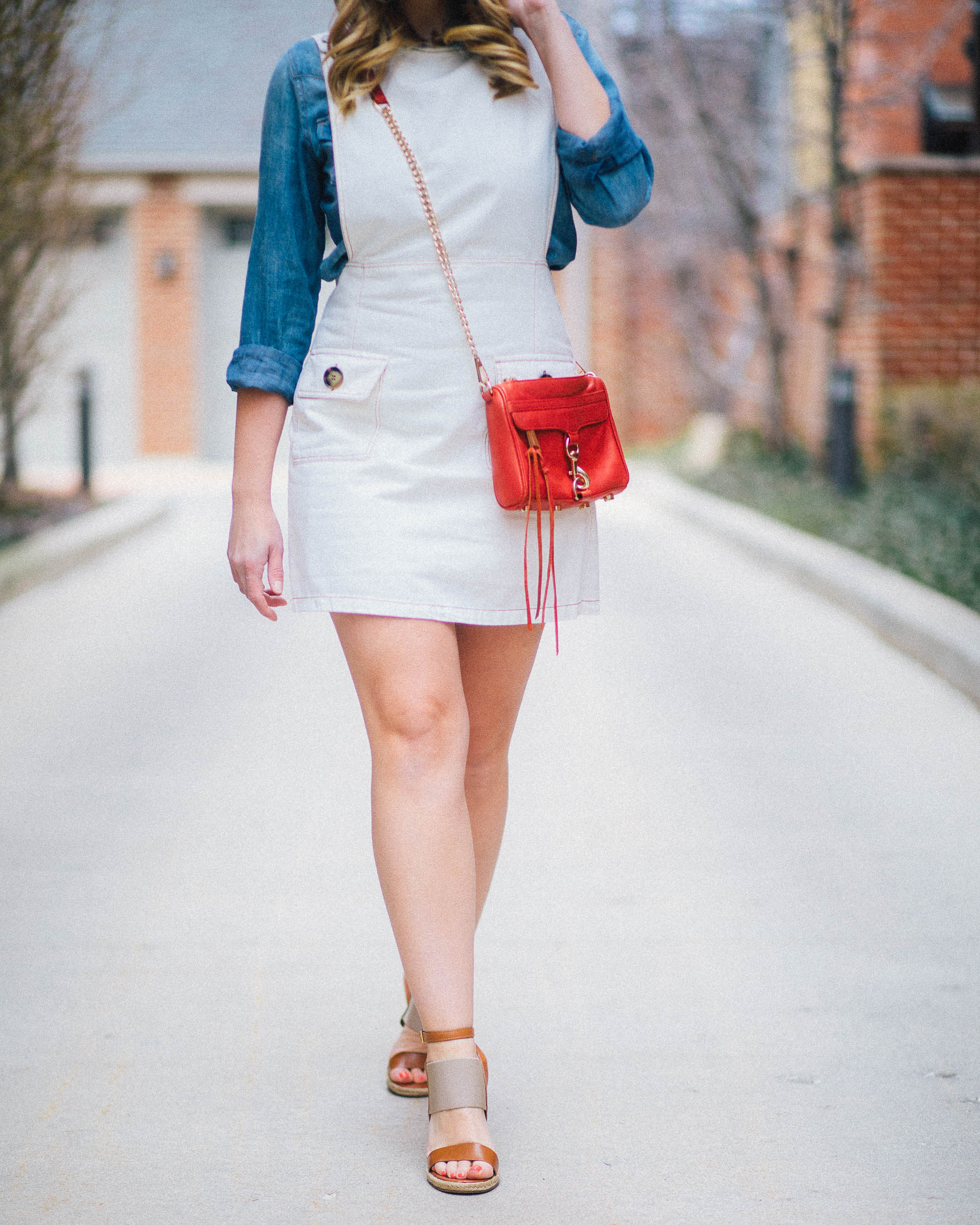 How to wear a white denim overall dress on the weekend